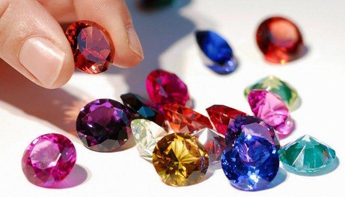 29.10-Alianza-piedras-de-color-Navas-700x400-700x400