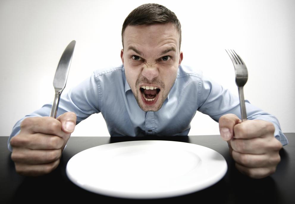 cinco-cosas-que-no-deberias-hacer-nunca-cuando-tienes-hambre-y-una-que-si